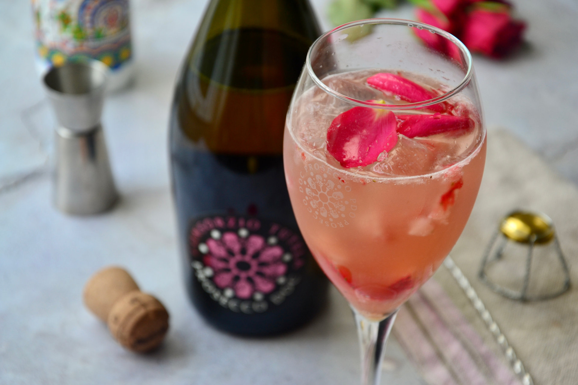 Rose and strawberries spritz